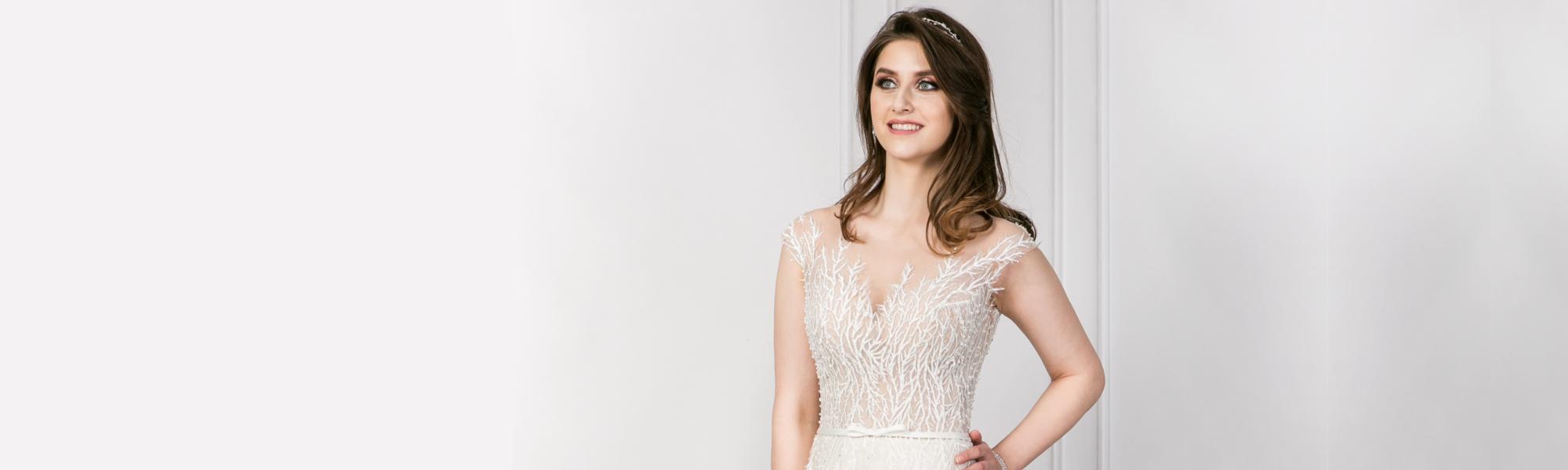 Lobelia - suknia ślubna w kształcie litery A z tiulem i koronką